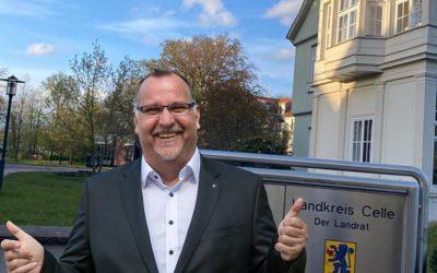 Alexander Hass will mit Haustür- und Seniorenheim -Konzerten in den Kreistag einziehen
